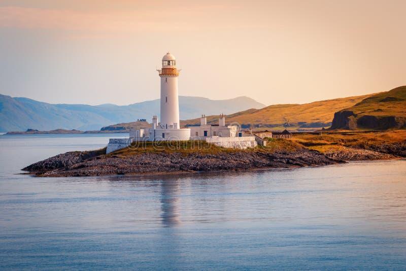 Faro de Eilean Musdile en el lago Linnhe, camino a la isla de MU fotos de archivo libres de regalías