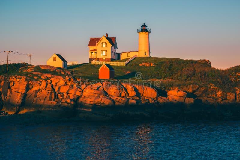 Faro de la protuberancia pequeña en York Maine los E.E.U.U. imagenes de archivo
