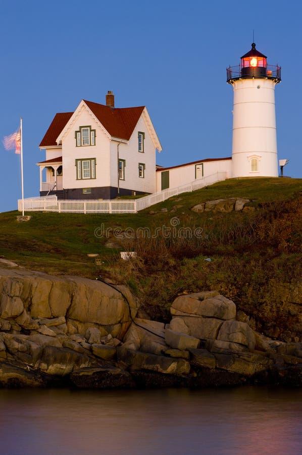 Faro de la protuberancia peque?a, cabo Neddick, Maine, los E fotos de archivo