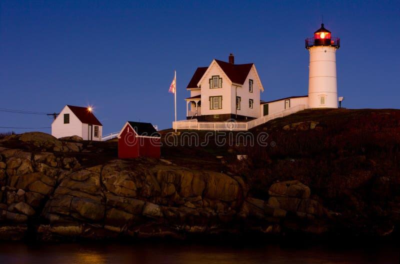 Faro de la protuberancia peque?a, cabo Neddick, Maine, los E imagenes de archivo