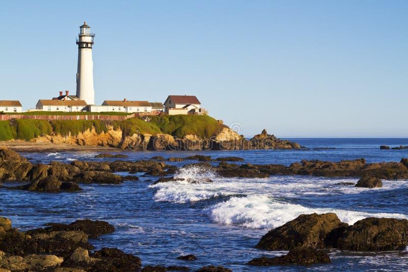 Faro de la punta de la paloma en la costa de California fotos de archivo libres de regalías