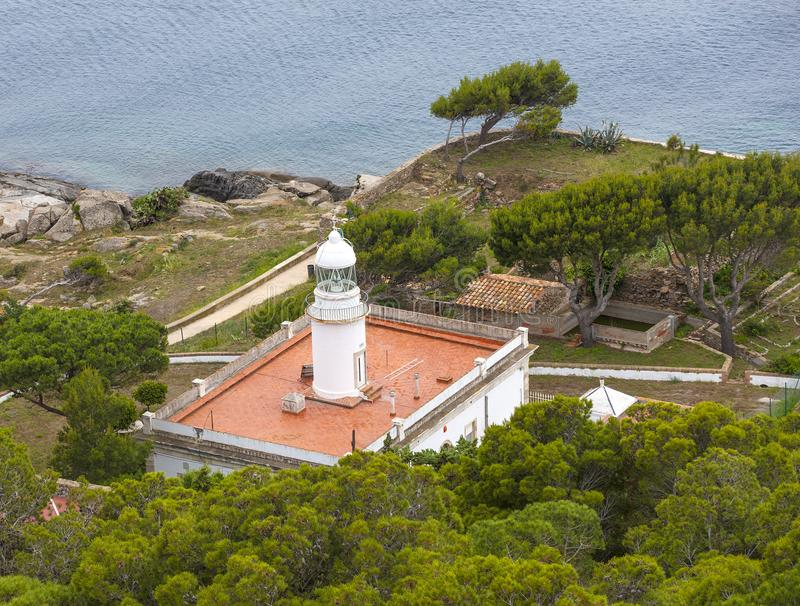 Faro de las rosas en la costa septentrional España imagen de archivo