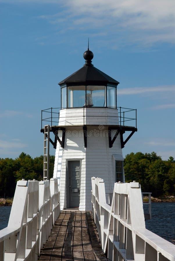 Faro de madera en Maine River fotografía de archivo libre de regalías