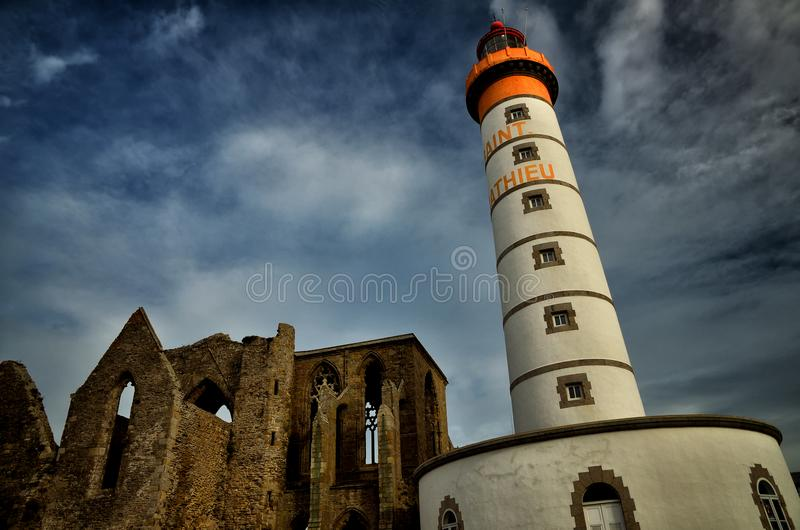 Faro de Mateo del santo, Bretaña, Francia imagenes de archivo