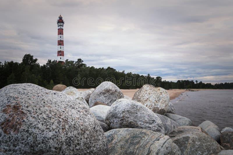 Faro de Osinovetsky en el lago Ladoga Regi?n de Leningrad, Rusia imagen de archivo