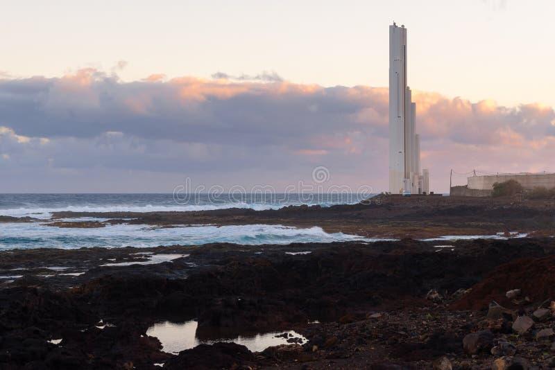 Faro de Punta del Hidalgo, Isla Tenerife, España imagen de archivo