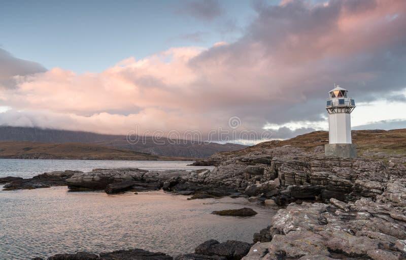 Faro de Rhue cerca de Ullapool Escocia imagen de archivo libre de regalías