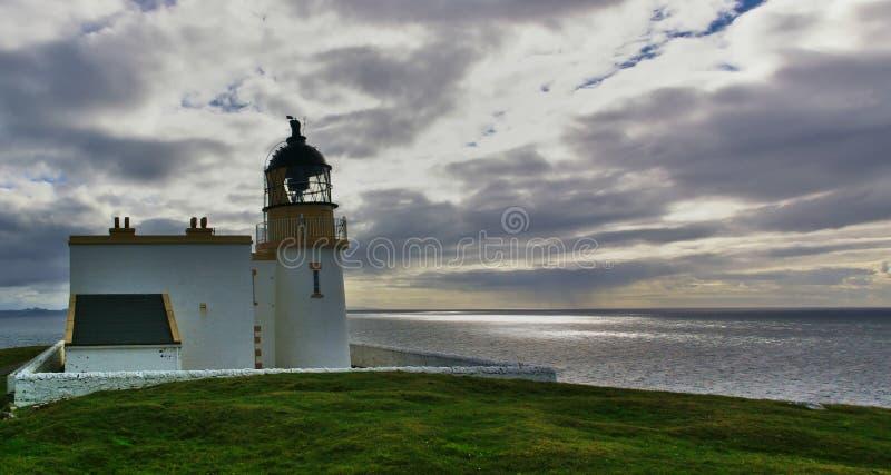 Faro de Stoer con el cielo y las nubes dramáticas fotografía de archivo libre de regalías
