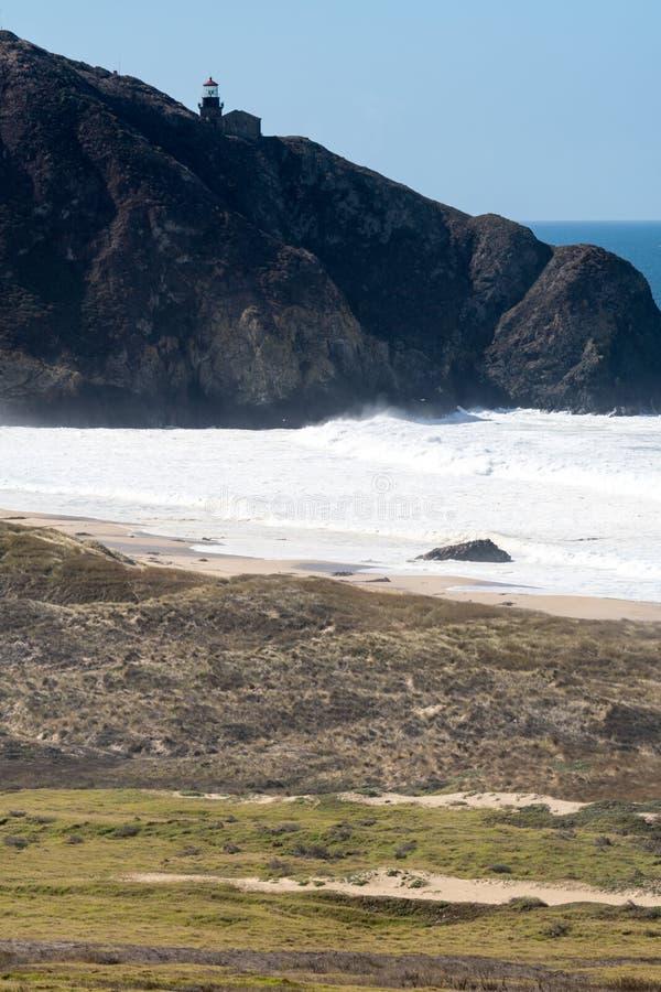 Faro de Sur del punto a lo largo de la carretera de la Costa del Pacífico de California foto de archivo libre de regalías