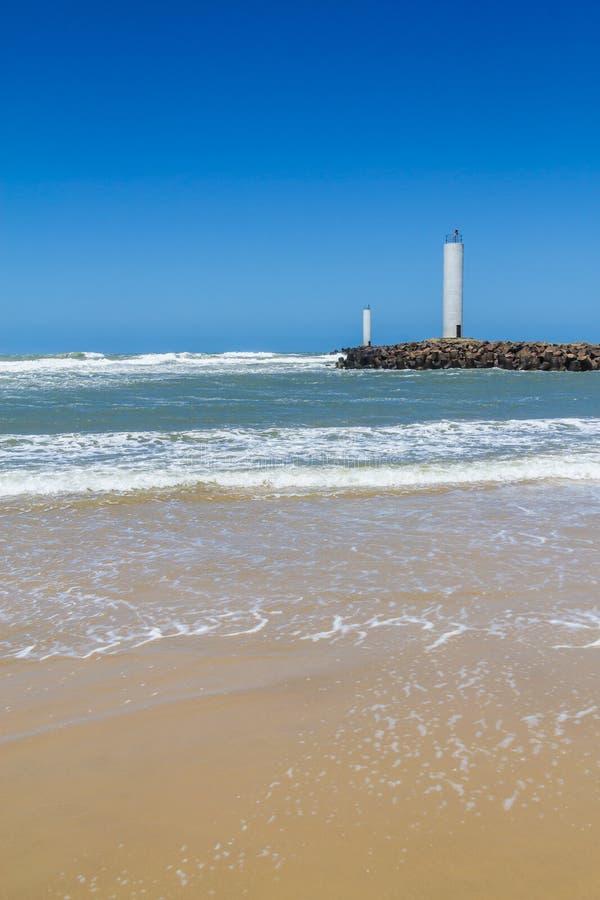 Faro de Torres en un día ventoso y un cielo azul imagenes de archivo