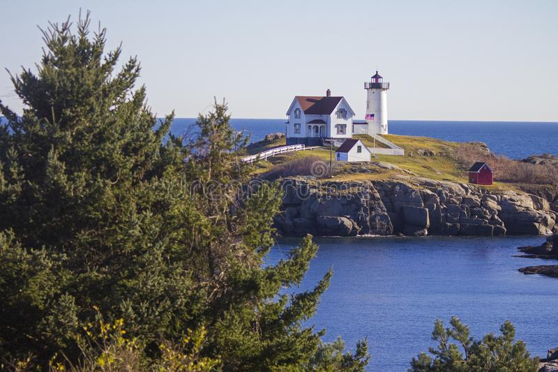 Faro del ` de la protuberancia pequeña del ` de Neddick del cabo, York, Maine imágenes de archivo libres de regalías