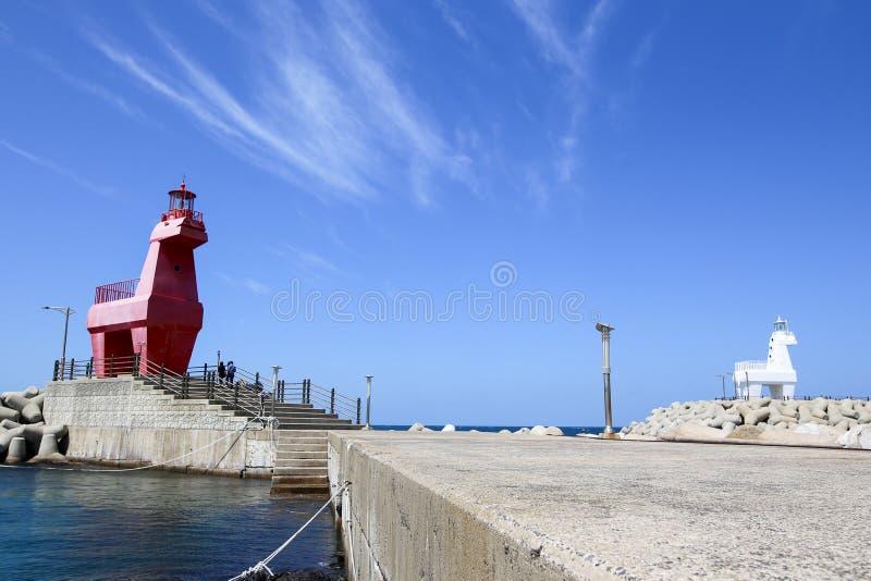 Faro del Iho en la playa del Iho Tewoo en el norte de la Corea del Sur Asia de Jeju fotografía de archivo