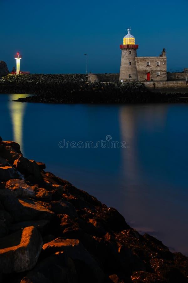 Faro del porto alla notte Howth dublino l'irlanda fotografia stock
