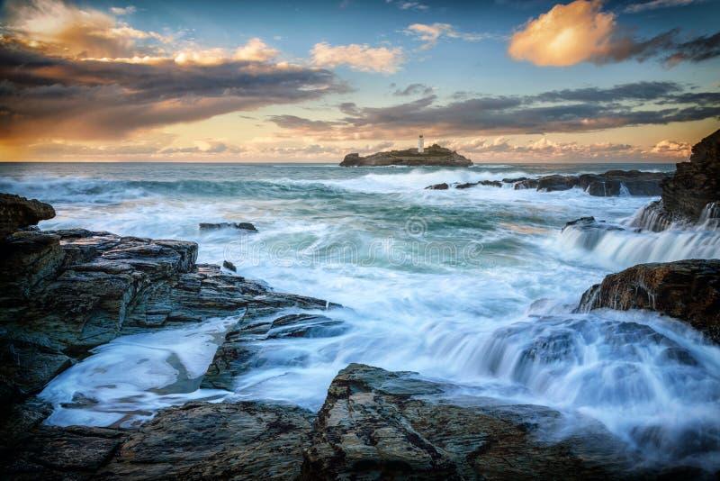 Faro della Cornovaglia di Godrevy di vista sul mare fotografia stock libera da diritti