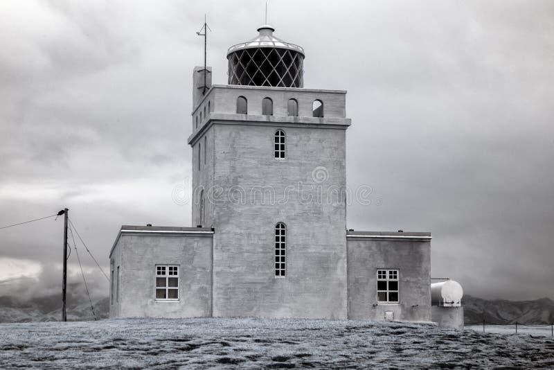 Faro di Dyrholaey Islanda nell'infrarosso immagine stock