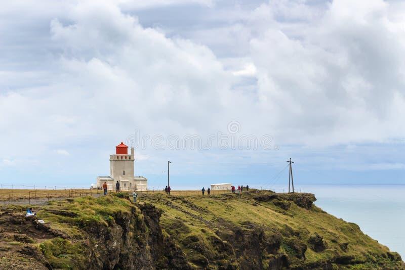Faro di Vik sulla penisola di Dyrholaey in Islanda fotografia stock