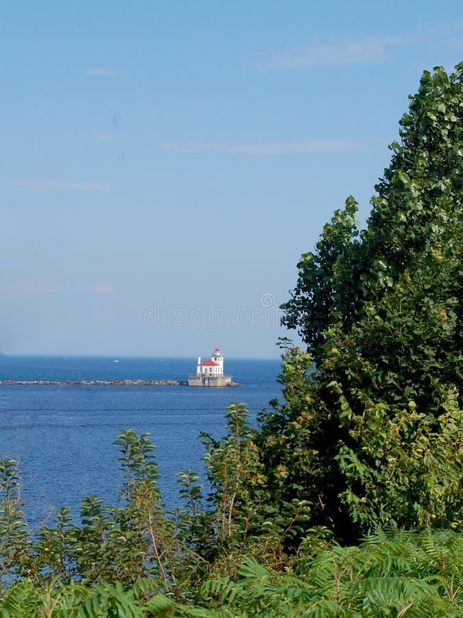 Download Faro distante immagine stock. Immagine di lontano, caldo - 56891709