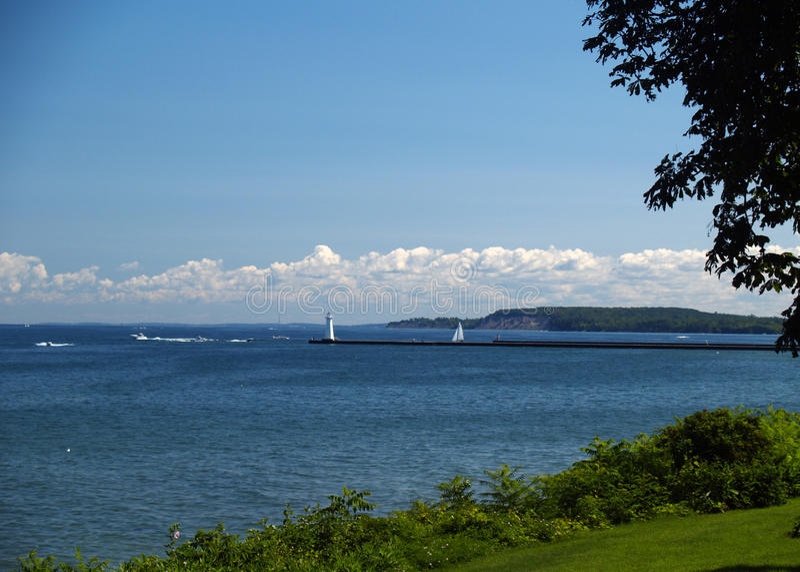Faro e barche a vela del lago Ontario fotografia stock