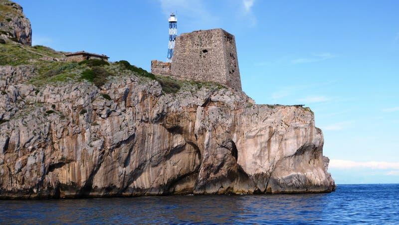 faro e monumenti storici nella costa di Amalfi immagine stock libera da diritti