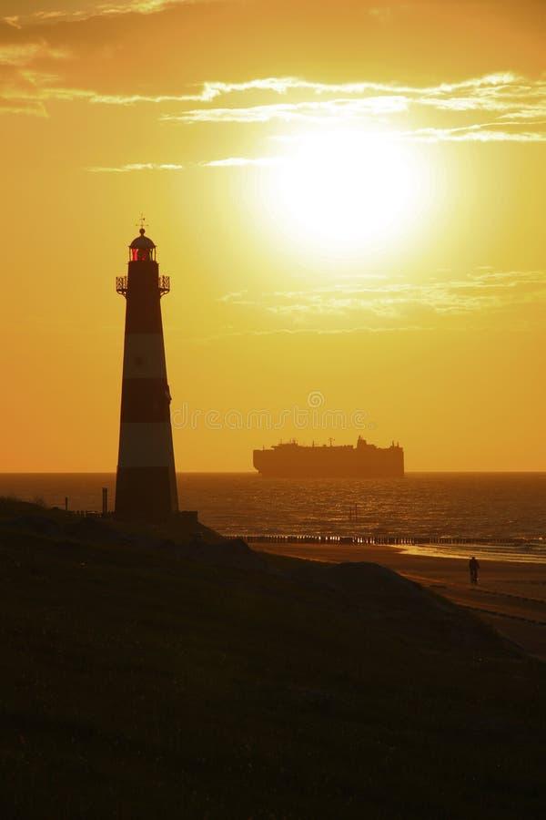 Faro e nave fotografie stock
