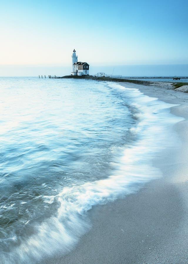 Faro e spiaggia fotografia stock
