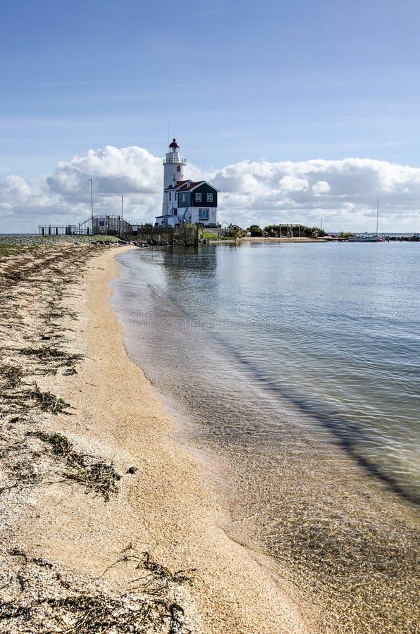 Faro e spiaggia di Marken immagini stock libere da diritti