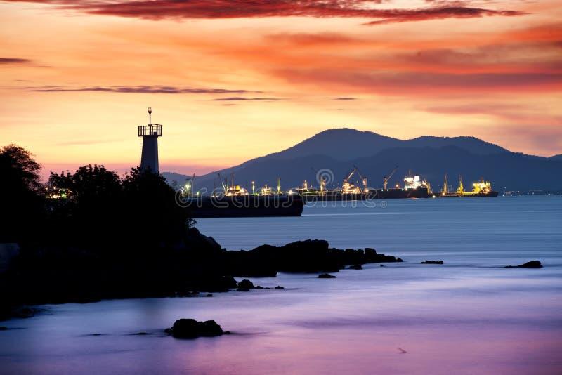 Faro en crepúsculo foto de archivo