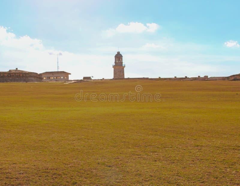Faro en el fuerte en La Habana foto de archivo