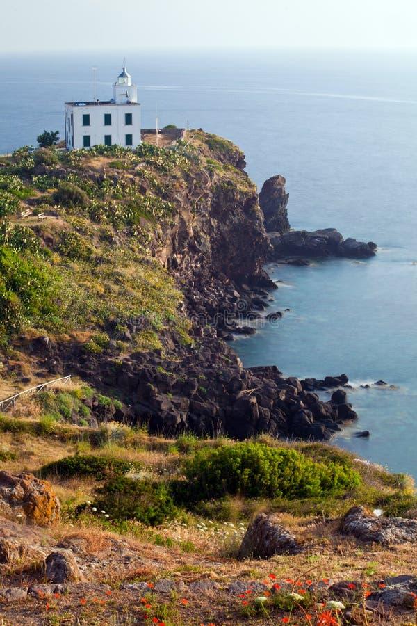 Faro en la isla de Capraia fotos de archivo libres de regalías