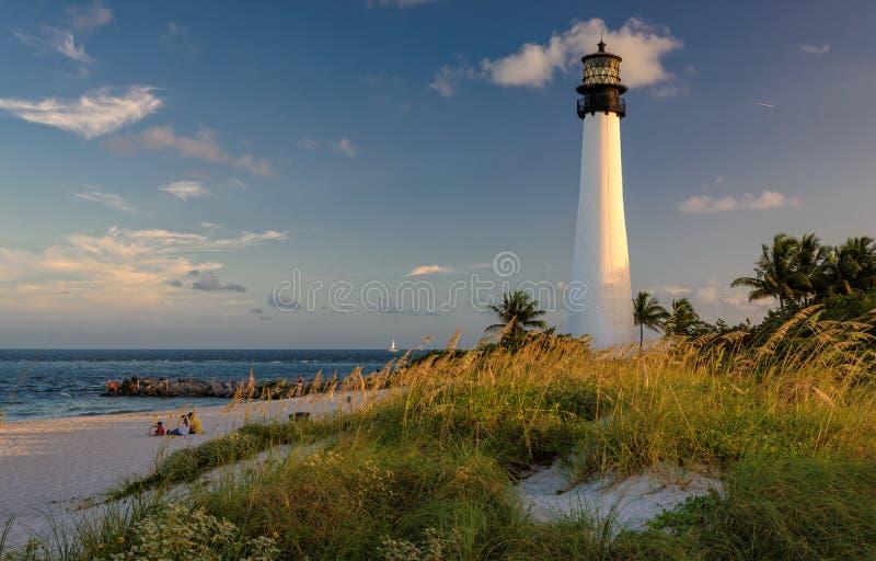 Faro en la playa, faro de la Florida del cabo fotos de archivo