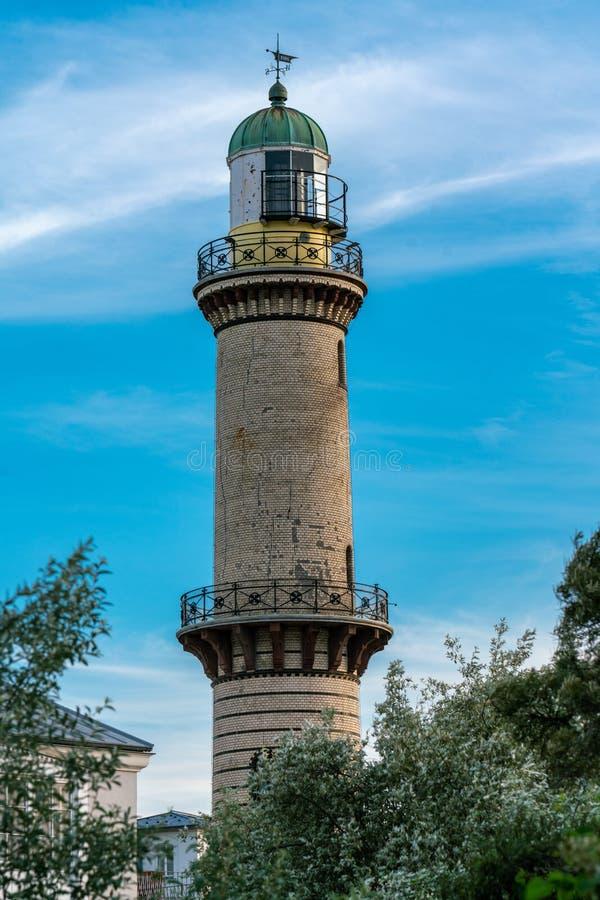 Faro en Warnemuende en la costa de mar Báltico imagen de archivo libre de regalías