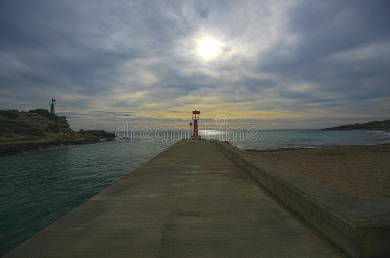 Faro localizado en una costa de España imagen de archivo libre de regalías