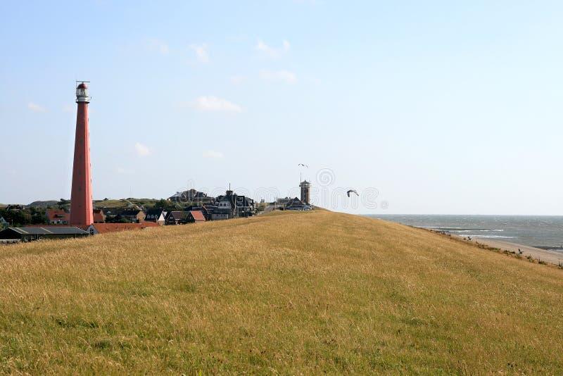 Faro lungo il litorale olandese del Mare del Nord immagine stock