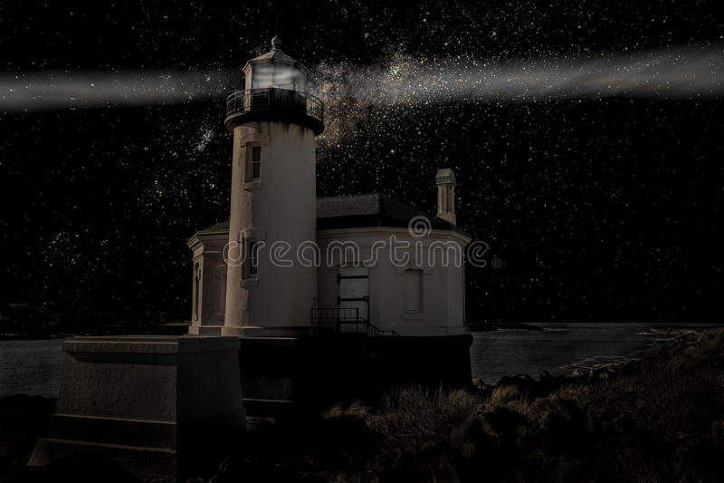 Faro nell'oscurità fotografia stock libera da diritti