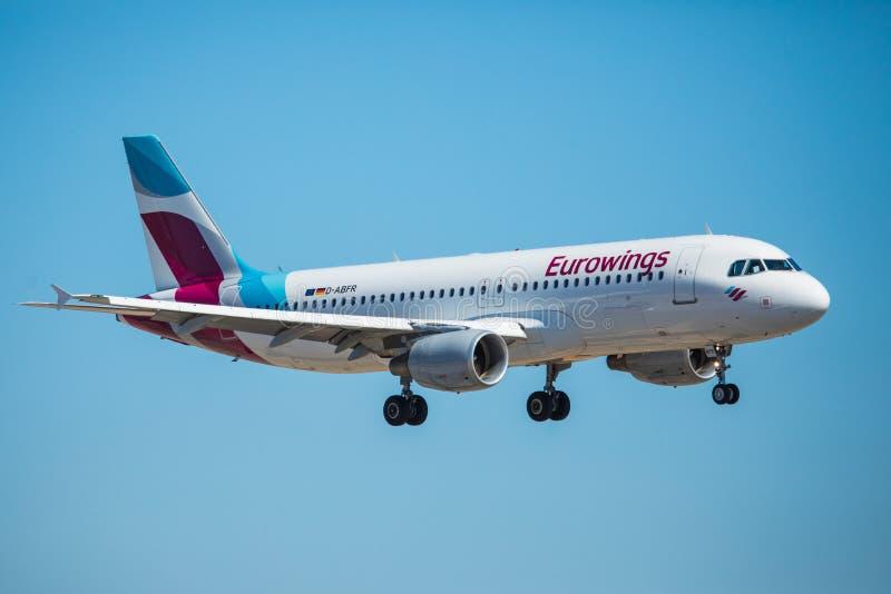 Download FARO, PORTUGAL - Juny 30, 2017: Eurowings-Flugflugzeuglandung Auf Internationalem Flughafen Faros Redaktionelles Stockfoto - Bild von strahl, hoch: 96934008
