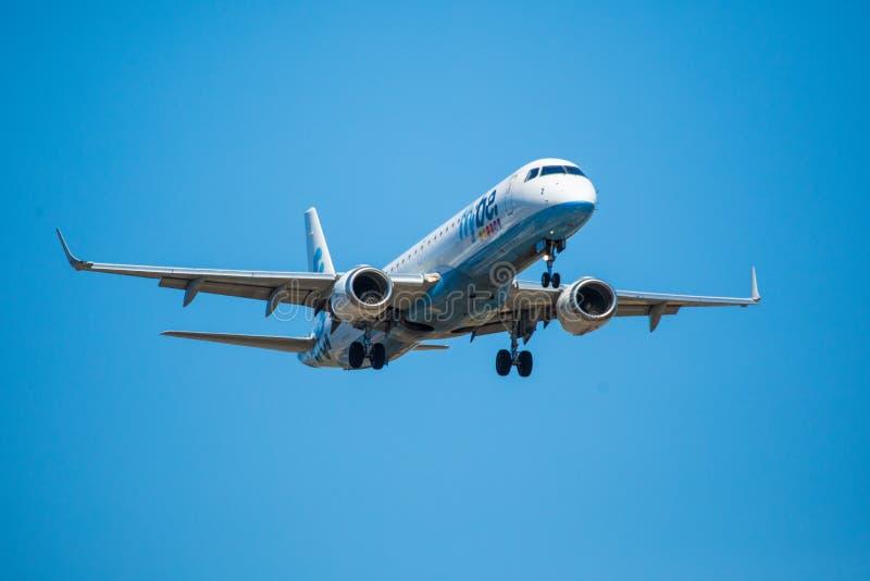 Download FARO, PORTUGAL - Juny 30, 2017: Flybe-Flugflugzeuglandung Auf Internationalem Flughafen Faros Redaktionelles Bild - Bild von aerial, ladung: 96935300