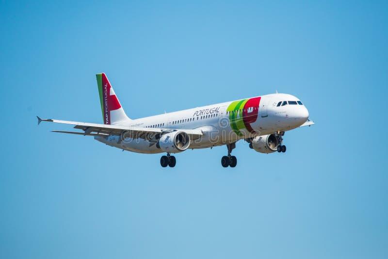Download FARO, PORTUGAL - Juny 30, 2017: Klopfen Sie Portugal-Flugflugzeuglandung Auf Internationalem Flughafen Faros Redaktionelles Stockfotografie - Bild von fliege, ankunft: 96934687