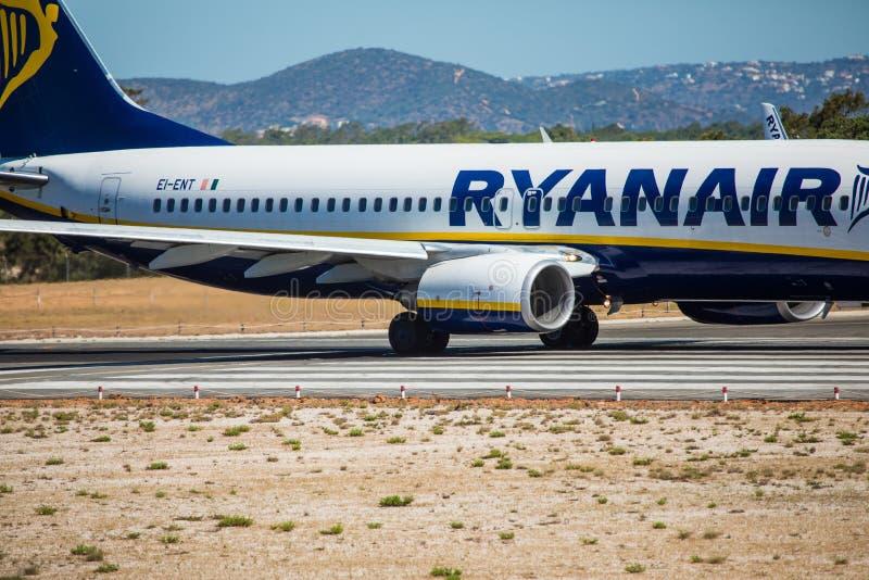 Download FARO, PORTUGAL - Juny 30, 2017: Ryanair-Flugflugzeugabfahrt Von Internationalem Flughafen Faros Redaktionelles Stockfotografie - Bild von luft, flug: 96934802