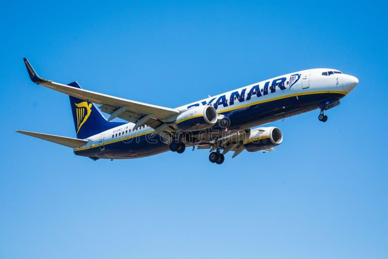 Download FARO, PORTUGAL - Juny 30, 2017: Ryanair-Flugflugzeuglandung Auf Internationalem Flughafen Faros Redaktionelles Stockfotografie - Bild von ladung, kommerziell: 96935187