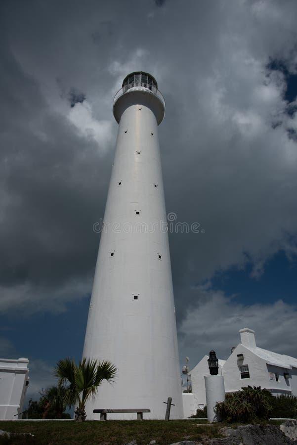 Faro prima della tempesta fotografie stock libere da diritti