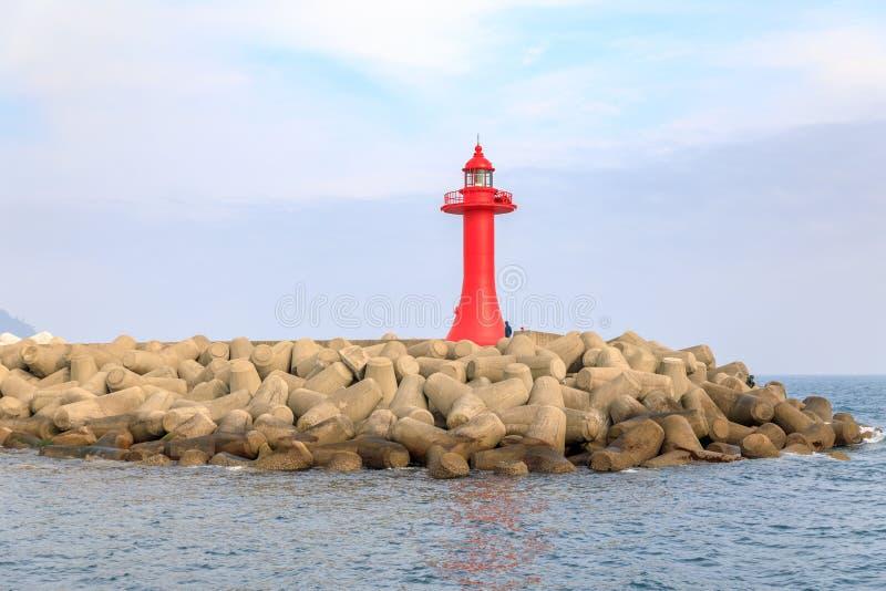 Faro rojo en el mar de la isla de Jeju fotografía de archivo libre de regalías