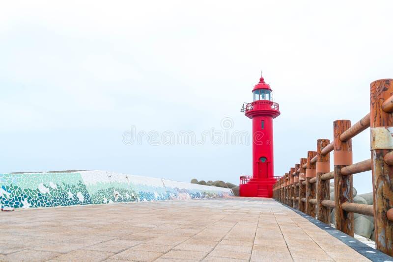 faro rojo en la isla de Jeju imágenes de archivo libres de regalías