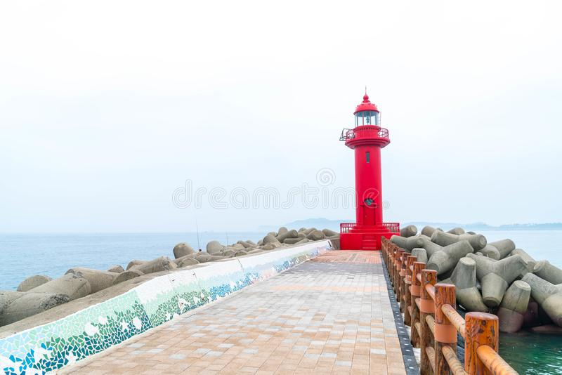 faro rojo en la isla de Jeju foto de archivo libre de regalías