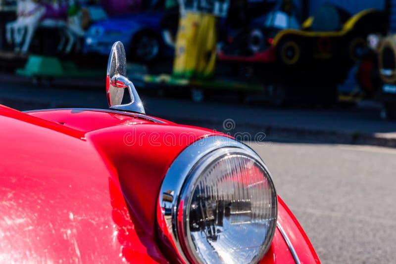 Faro rosso d'annata dell'automobile immagine stock