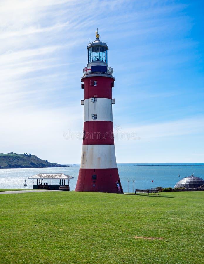 Faro rosso e bianco in Plymouth, Gran Bretagna della torre di Smeaton, il 3 maggio 2018 fotografie stock