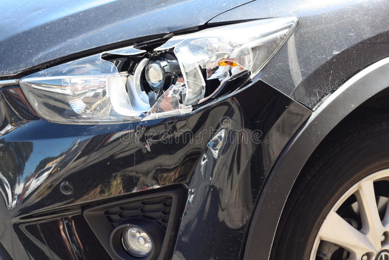 Faro rotto dell'automobile immagine stock libera da diritti