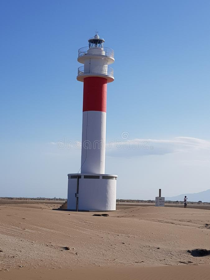 Faro solo en la playa fotos de archivo libres de regalías