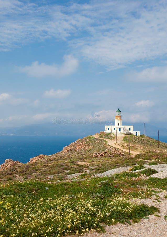Faro solo sul pendio di collina. Mykonos.Greece fotografia stock libera da diritti