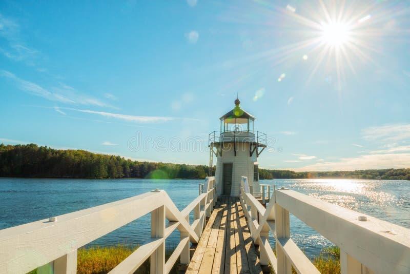 Faro sulla baia La luce del punto di raddoppiamento è un faro sul fiume kennebec in Arrovich, Maine U.S.A. maine Bello verde fotografia stock libera da diritti