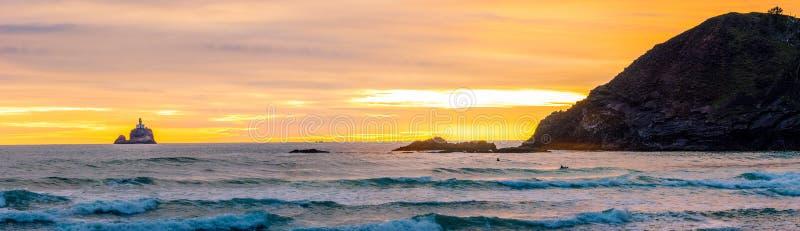 Faro sulla roccia di Tillamook fotografia stock
